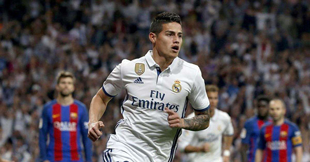 James Rodríguez cerca del Everton
